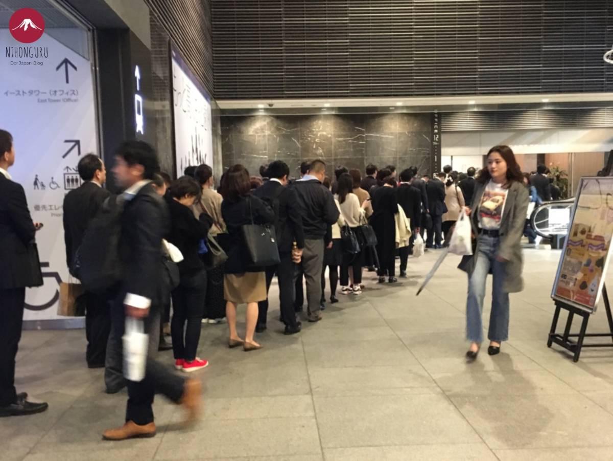 Business Kleidung Japan Morgen Rushhour Büro Arbeiter Angestellte Schlange