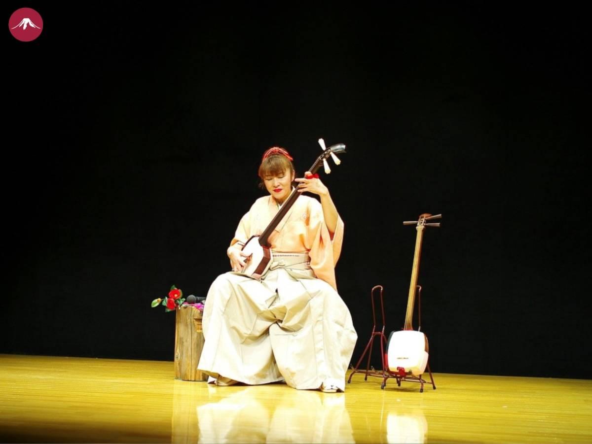 Shamisen Laute Spielerin Musik Bühne traditionell