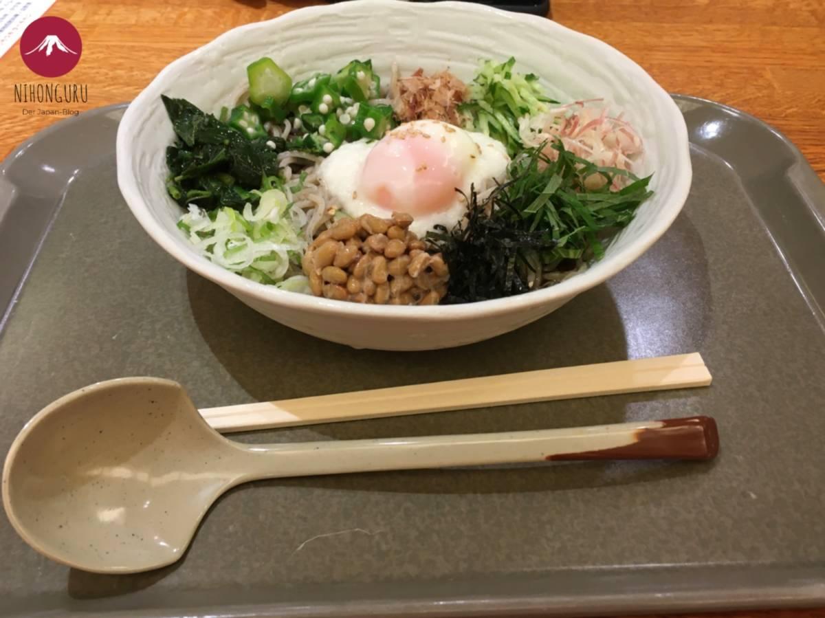 Soba Nudeln Ei Natto Suppe
