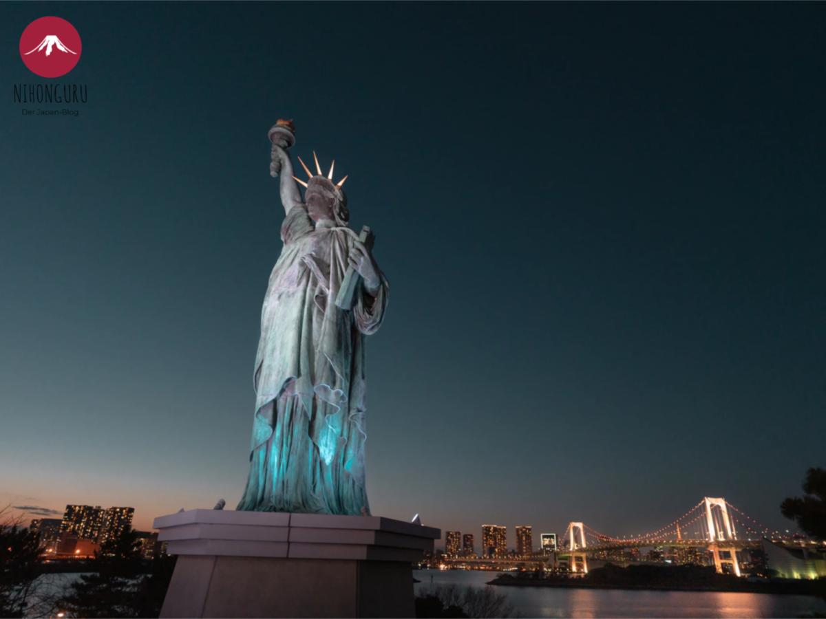 Freiheitsstatue Odaiba Tokio Japan Rainbiw Bridge Aussicht Nacht Stadt Lichter