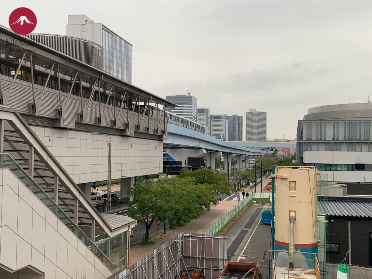 Yurikamome Linie Line Odaiba Zug Brücke Fahrbahn